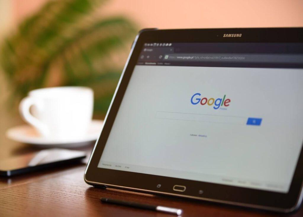 Tablet met Google zoekbalk