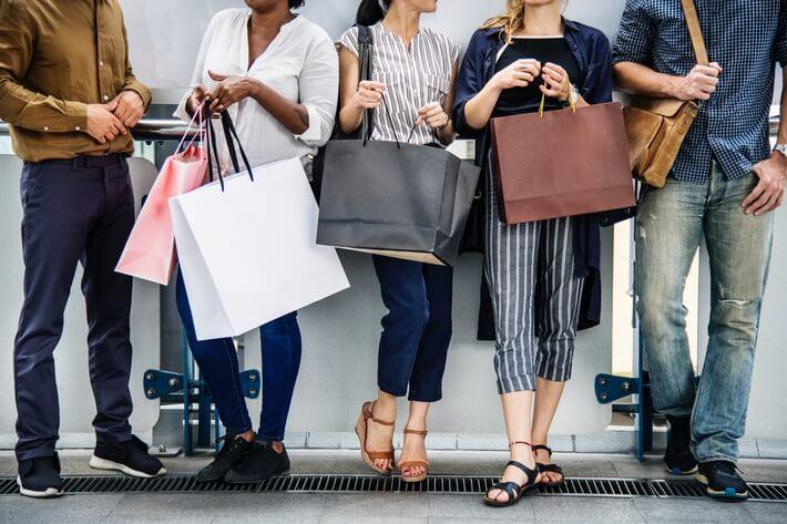 Voice search winkel shoppende mensen